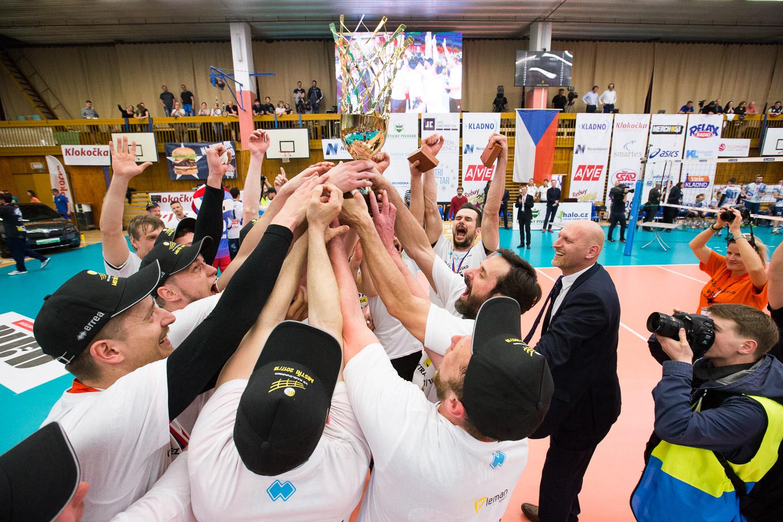 Foto: Třetí vítězný tie break a volejbalisté Karlovarska vládnou extralize