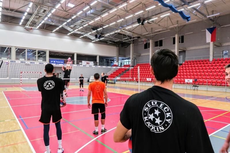 Foto: Konečně zápasy! Volejbalisté Karlovarska míří na první turnaj