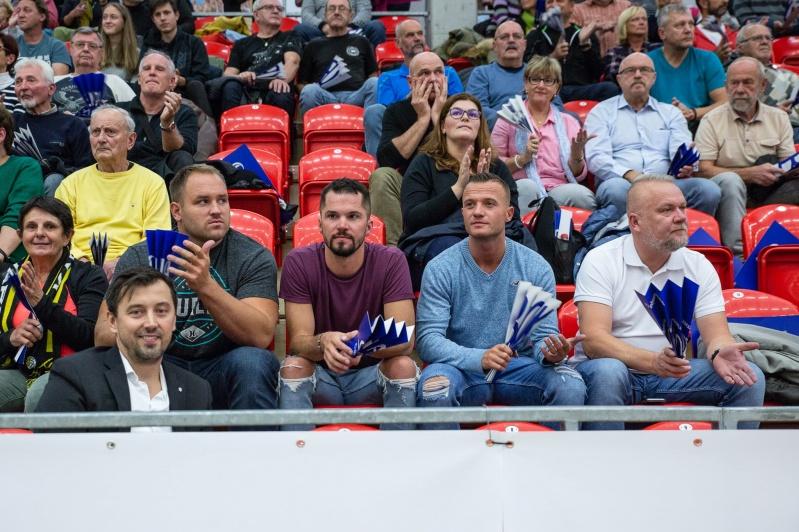 Foto: Šesté výhře Karlovarska aplaudovaly i hvězdy královny sportů